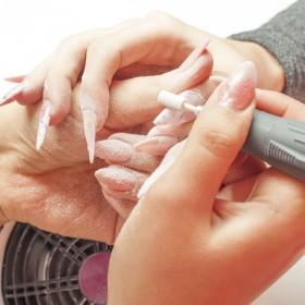 Alere nails - nail polishing
