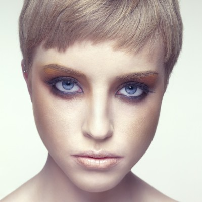 Alere hair - short blond hair